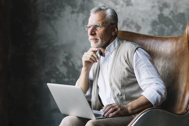 Imagem mostra idoso pensando na aposentadoria para metroviários