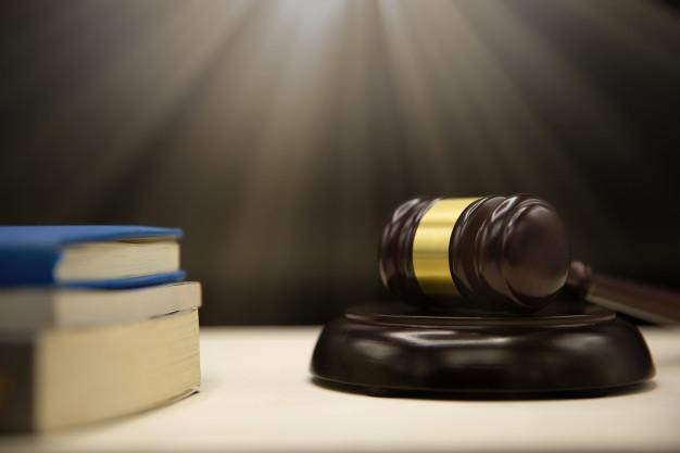 Imagem mostra um divórcio extrajudicial com certificado