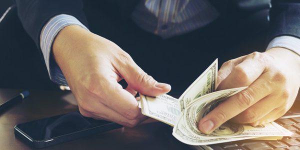 Se você ganha menos que seu colega, é possível pedir equiparação salarial